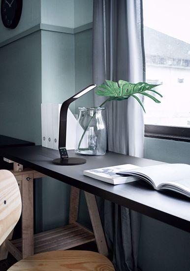 LAMPADA DA SCRIVANIA ORIENTABILE NERA LED 8W DIMMERABILE PORTA USB